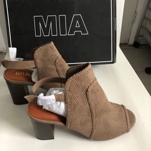 MIA Oakes Open-Toe Perforated Bootie Taupe 9.5M